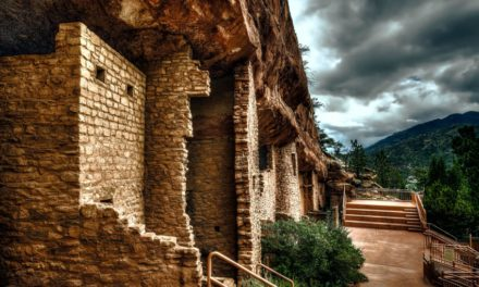 Cliff Dwellings in the Desert: What's the Story behind these Ancient Condos?